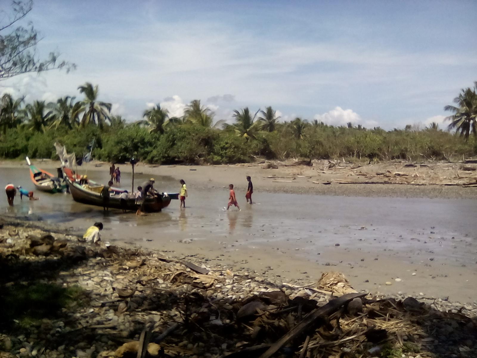 Muara Dangkal, Nelayan Pasar Seluma Mangkal di Pulau Baai